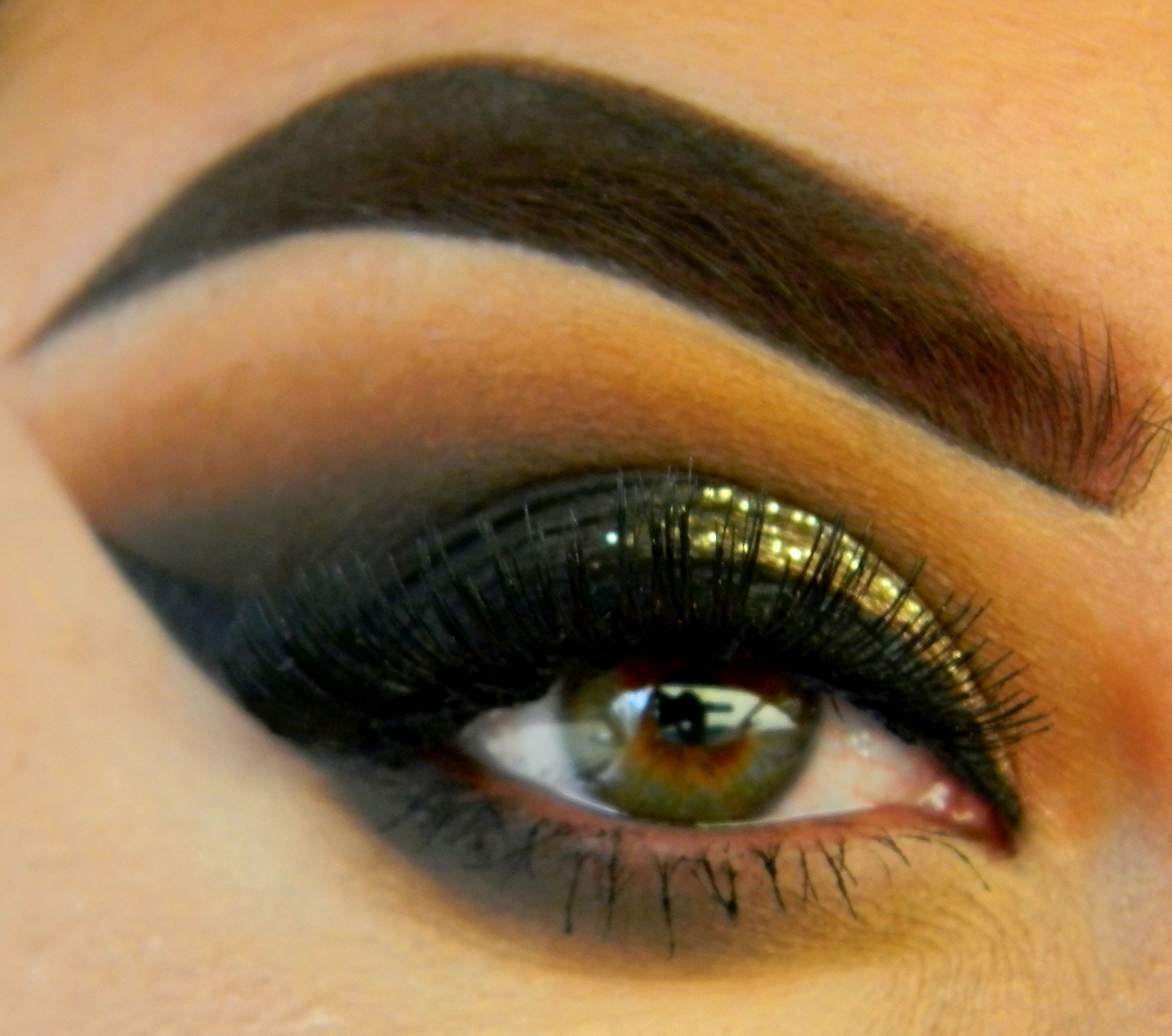 Sharp Edge Eyeshadow Look Without The